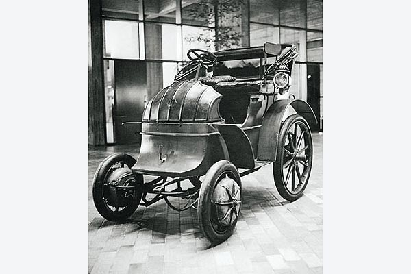 The Lohner Porsche With Electric Hub Wheel Drive Was Acknowledged As Absolute Sensation At Paris World S Fair In 1900